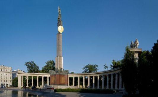 pomnik-bohaterc3b3w-armii-czerwonej-w-wiedniu-1