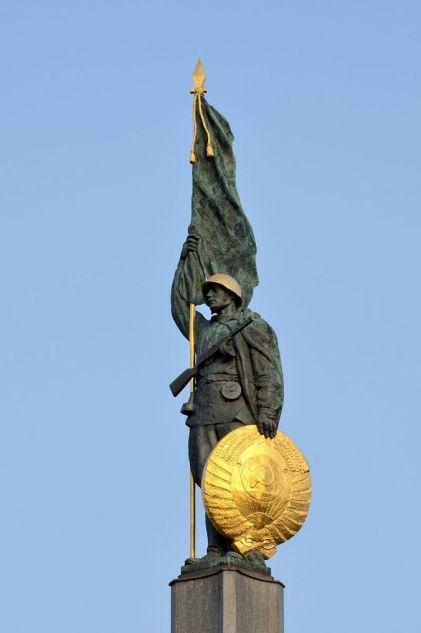 pomnik-bohaterc3b3w-armii-czerwonej-w-wiedniu-2