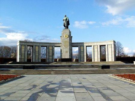 pomnik-c5bcoc582nierzy-radzieckich-w-berlinie-tiergarten