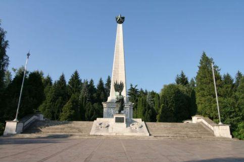 pomnik-wdzic499cznoc59bci-c5bcoc582nierzom-radzieckim-w-svidniku-na-sc582owacji